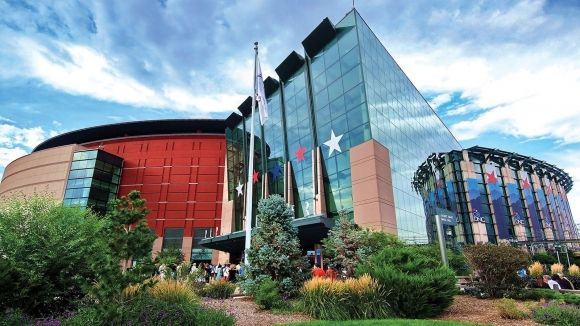 Located Near The Pepsi Center Sheraton Denver Downtown Hotel Is An Excellent Choice For Sports Fans Visiting Mile High City